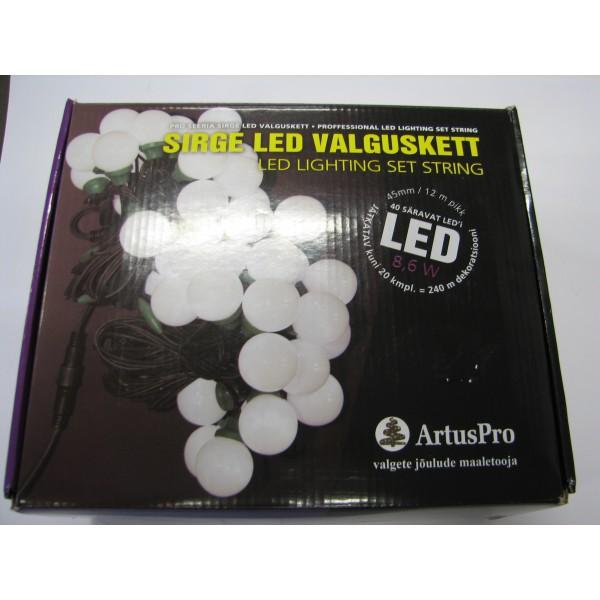 Ledvalgusti 40 lampi (külm valge) sirge valguskett õue