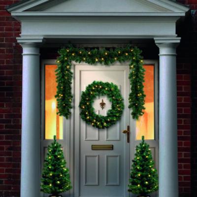 Jõulukaunistused välisuksele/puud trepile